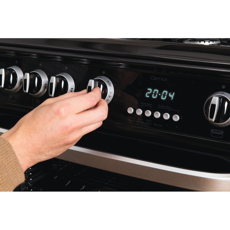 Hotpoint-Double-Cooker-CH60GCIK-Black-A--Enamelled-Sheetmetal-Lifestyle_People