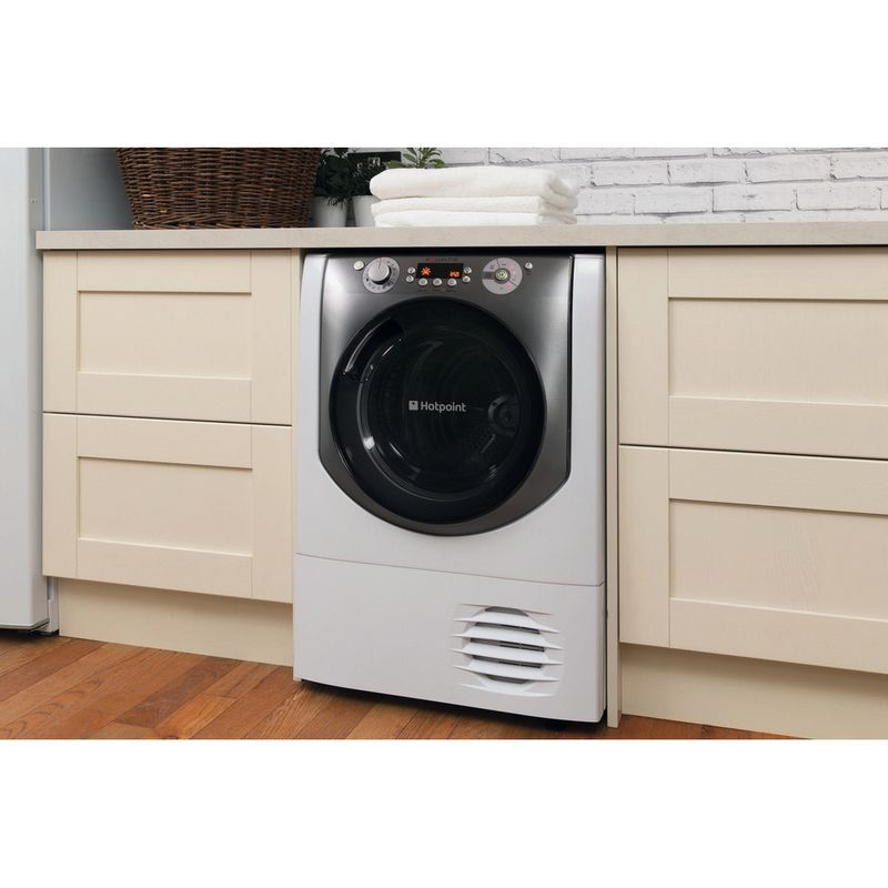 Hotpoint-Dryer-AQC9-BF7-E1--UK--White-Lifestyle-perspective