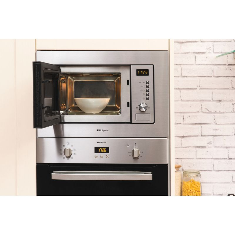 Hotpoint-Microwave-Built-in-MWH-122.1-X-Stainless-steel-Electronic-20-MW-Grill-function-800-Lifestyle_Frontal_Open