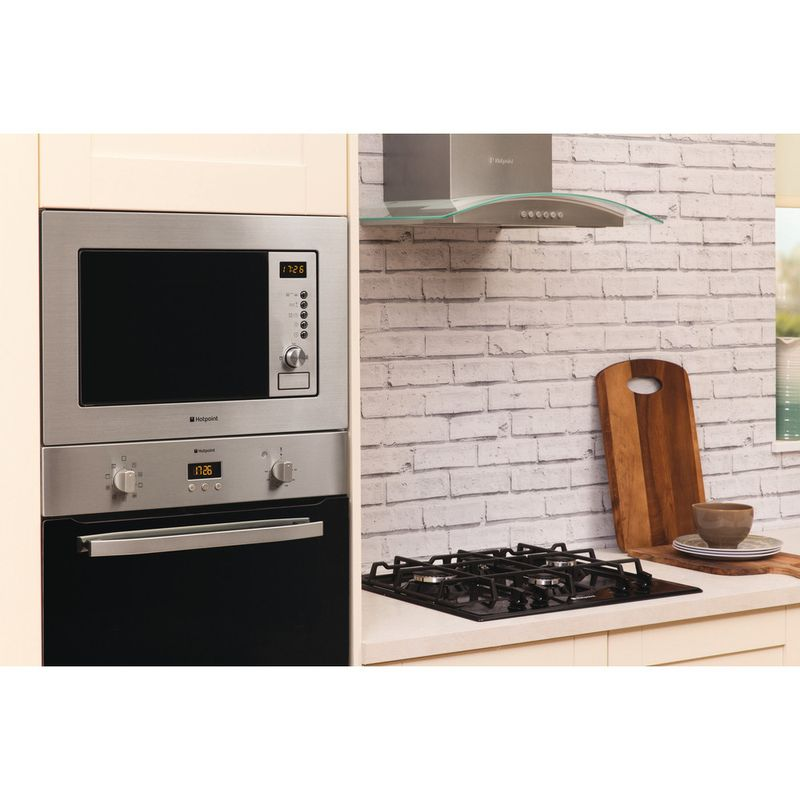 Hotpoint-Microwave-Built-in-MWH-122.1-X-Stainless-steel-Electronic-20-MW-Grill-function-800-Lifestyle_Perspective
