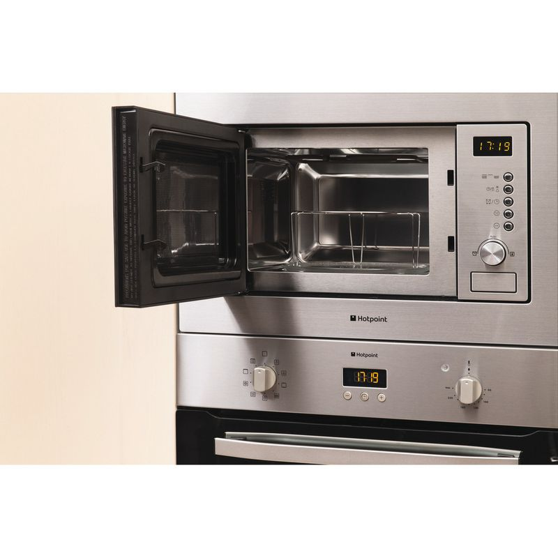 Hotpoint-Microwave-Built-in-MWH-122.1-X-Stainless-steel-Electronic-20-MW-Grill-function-800-Lifestyle_Perspective_Open
