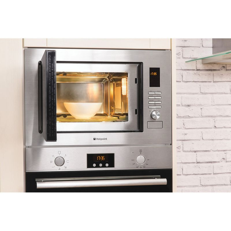 Hotpoint-Microwave-Built-in-MWH-222.1-X-Stainless-steel-Electronic-25-MW-Grill-function-900-Lifestyle_Frontal_Open