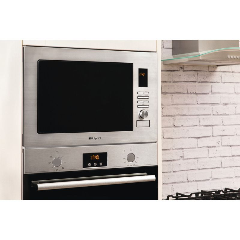Hotpoint-Microwave-Built-in-MWH-222.1-X-Stainless-steel-Electronic-25-MW-Grill-function-900-Lifestyle_Perspective