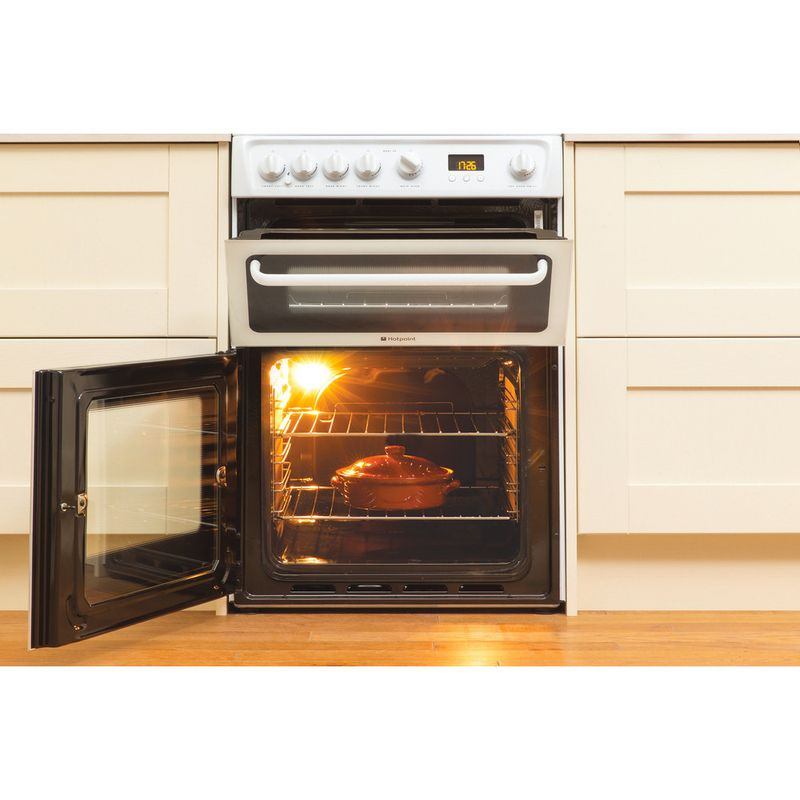 Hotpoint-Double-Cooker-HAGL60P-White-A--Enamelled-Sheetmetal-Lifestyle_Frontal_Open