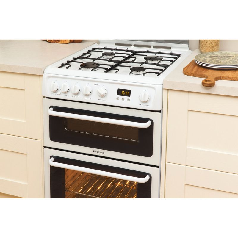 Hotpoint-Double-Cooker-HAGL60P-White-A--Enamelled-Sheetmetal-Lifestyle_Perspective
