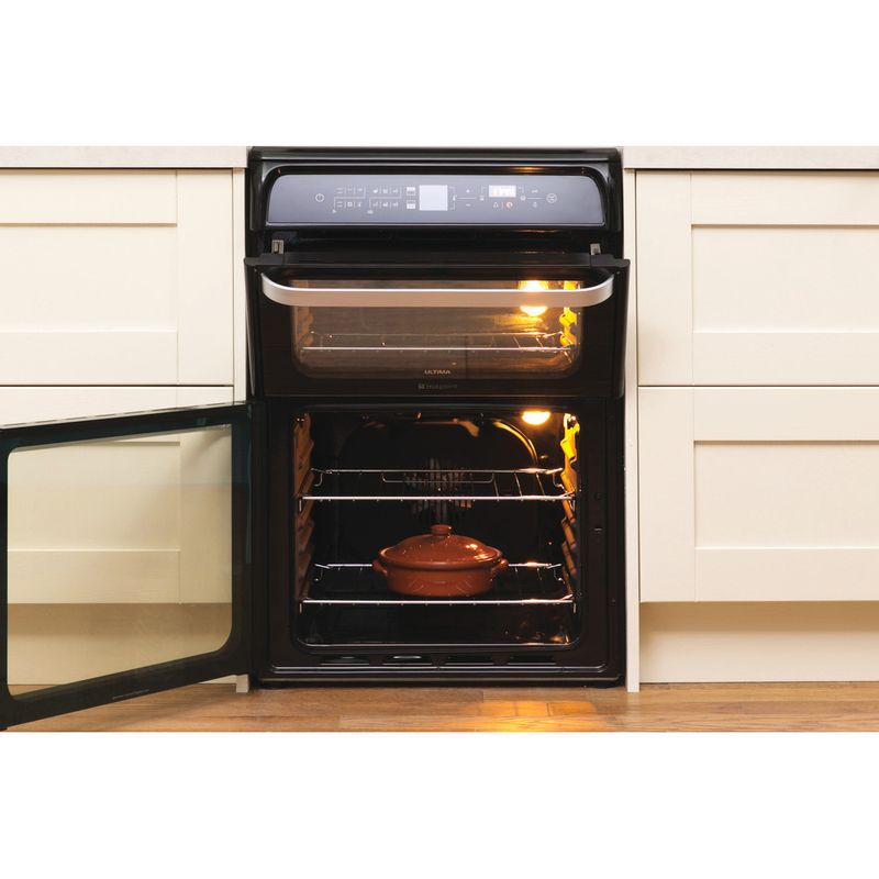 Hotpoint-Double-Cooker-HUI612-K-Black-A-Vitroceramic-Lifestyle-frontal-open