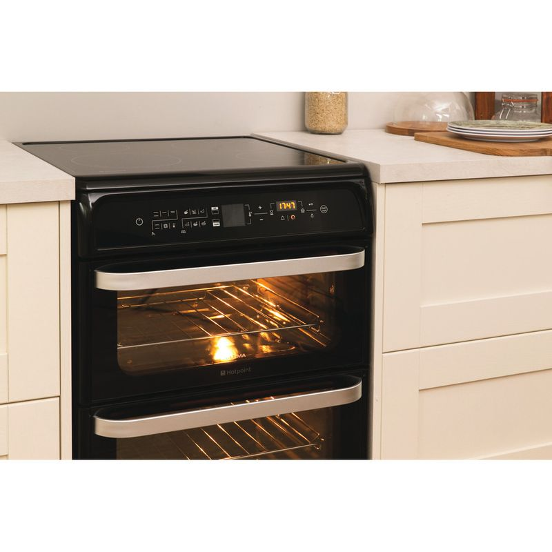Hotpoint-Double-Cooker-HUI612-K-Black-A-Vitroceramic-Lifestyle-perspective