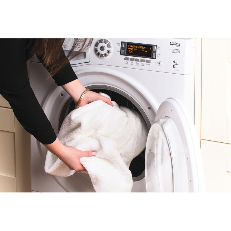 Hotpoint-Dryer-SUTCD-97B-6PM--UK--White-Lifestyle-people