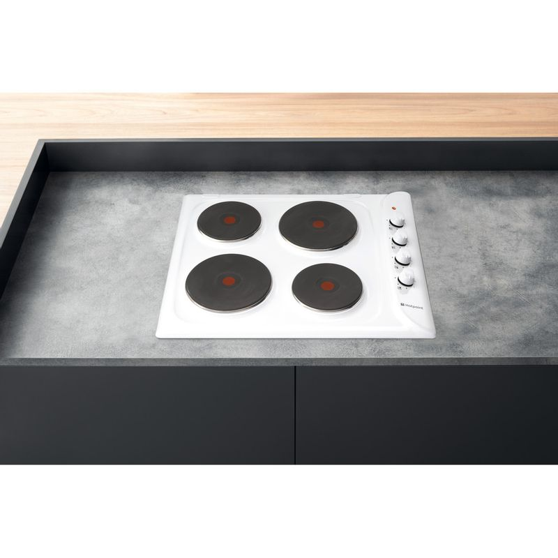 Hotpoint-HOB-E604W-White-Solid-Plate-Lifestyle-frontal-top-down