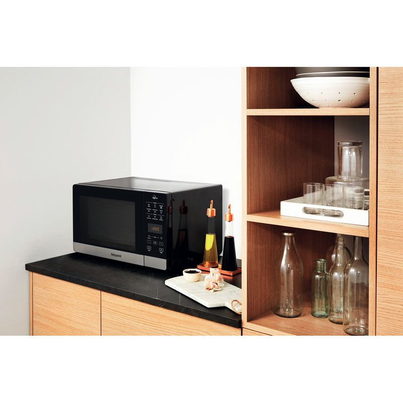 Hotpoint-Microwave-Free-standing-MWH-27321-B-Black-Electronic-25-MW-Grill-function-800-Lifestyle-perspective