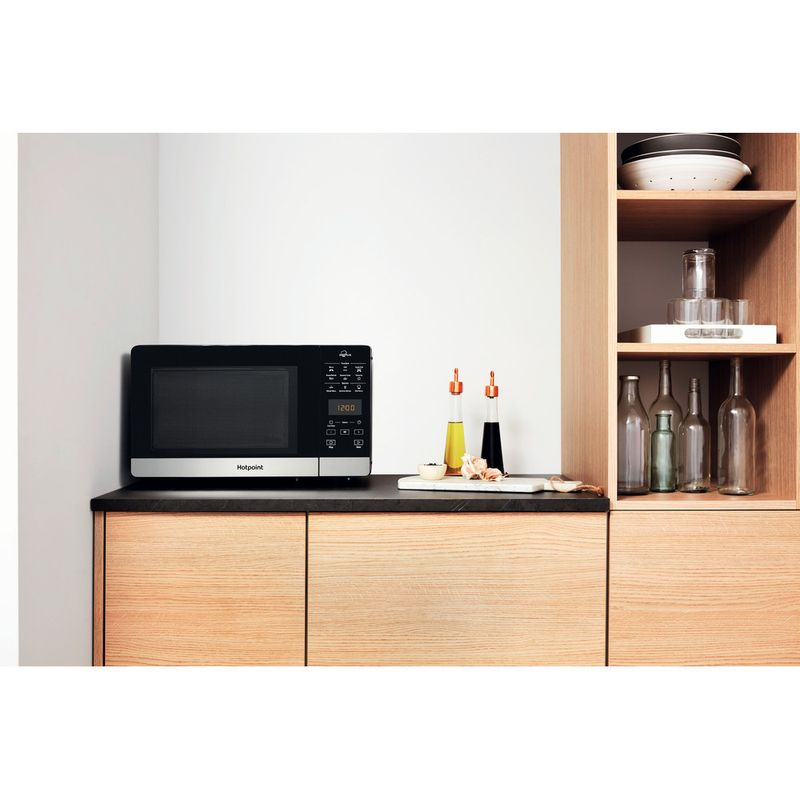 Hotpoint-Microwave-Free-standing-MWH-27321-B-Black-Electronic-25-MW-Grill-function-800-Lifestyle-frontal