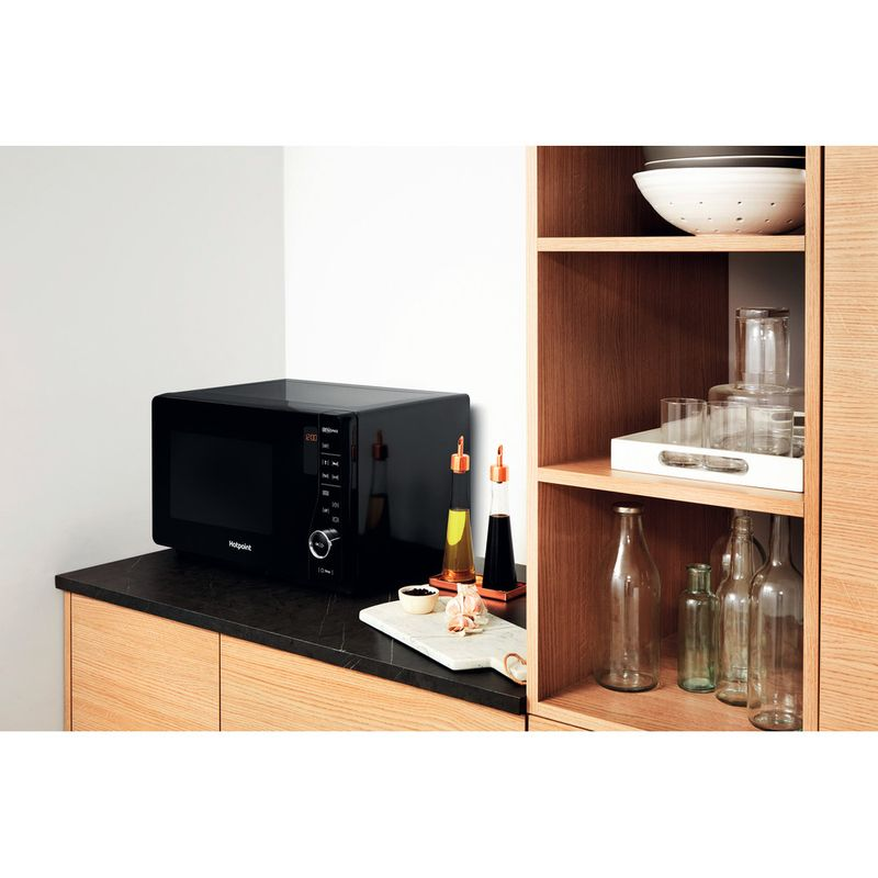 Hotpoint-Microwave-Free-standing-MWH-2621-MB-Black-Electronic-25-MW-only-800-Lifestyle-perspective