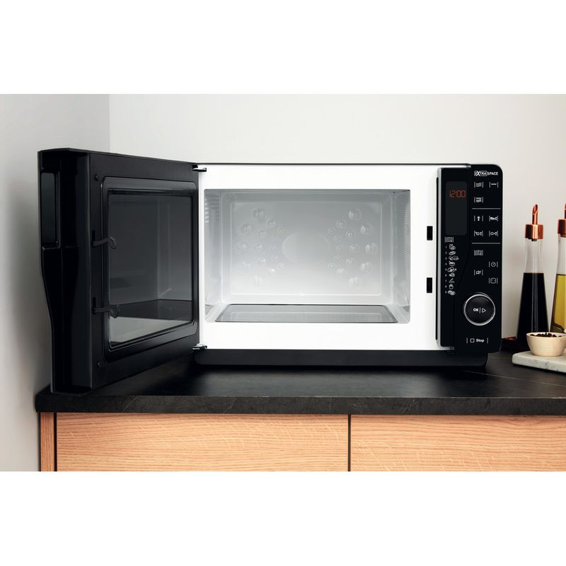 Hotpoint-Microwave-Free-standing-MWH-2621-MB-Black-Electronic-25-MW-only-800-Lifestyle-frontal-open