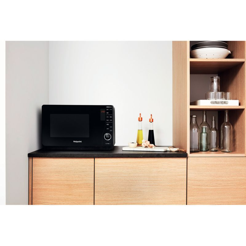 Hotpoint-Microwave-Free-standing-MWH-2622-MB-Black-Electronic-25-MW-Grill-function-800-Lifestyle-frontal