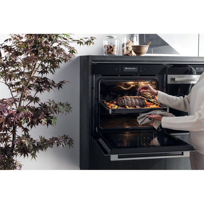 Hotpoint-OVEN-Built-in-SI9-891-SP-IX-Electric-A--Lifestyle-people