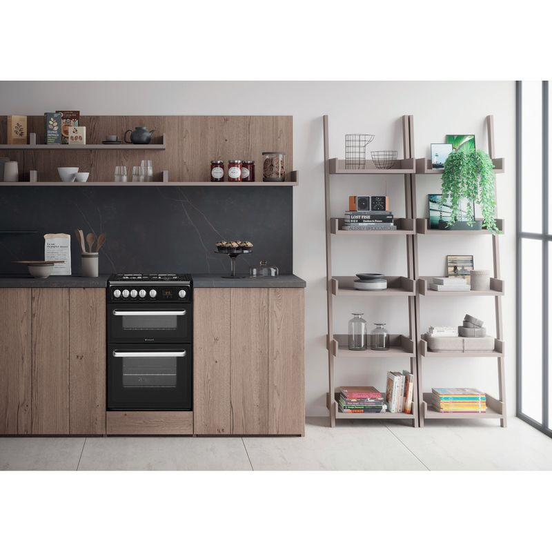 Hotpoint-Double-Cooker-HARG60K-Black-A--Enamelled-Sheetmetal-Lifestyle_Frontal