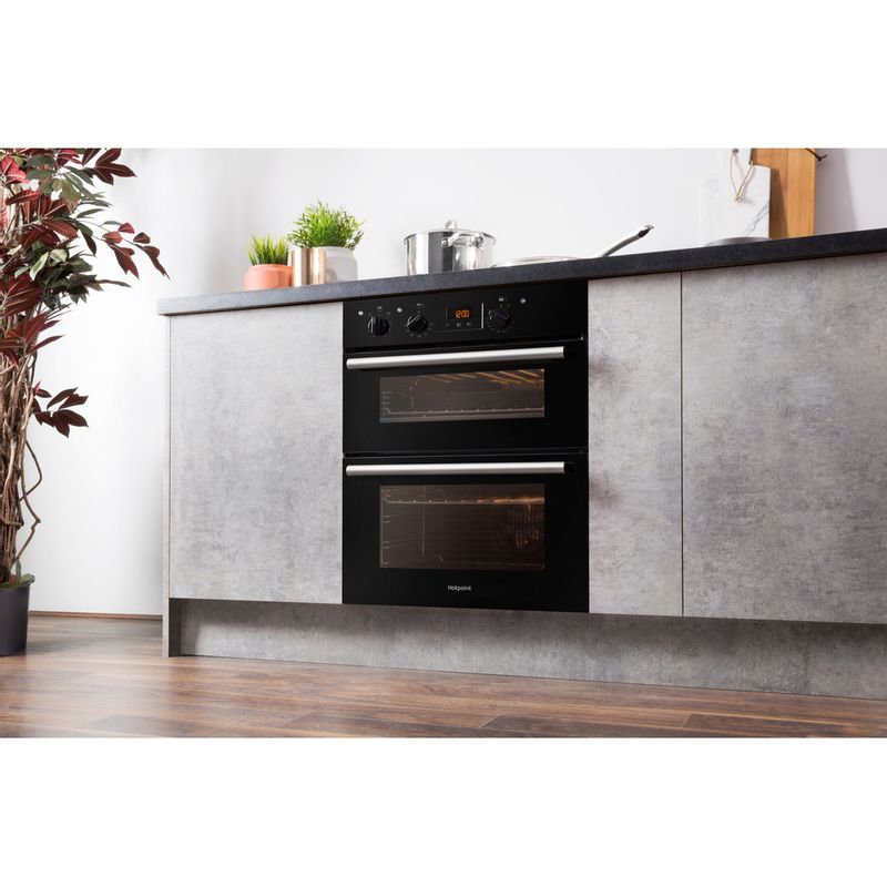 Hotpoint-Double-oven-DU2-540-BL-Black-A-Lifestyle-perspective