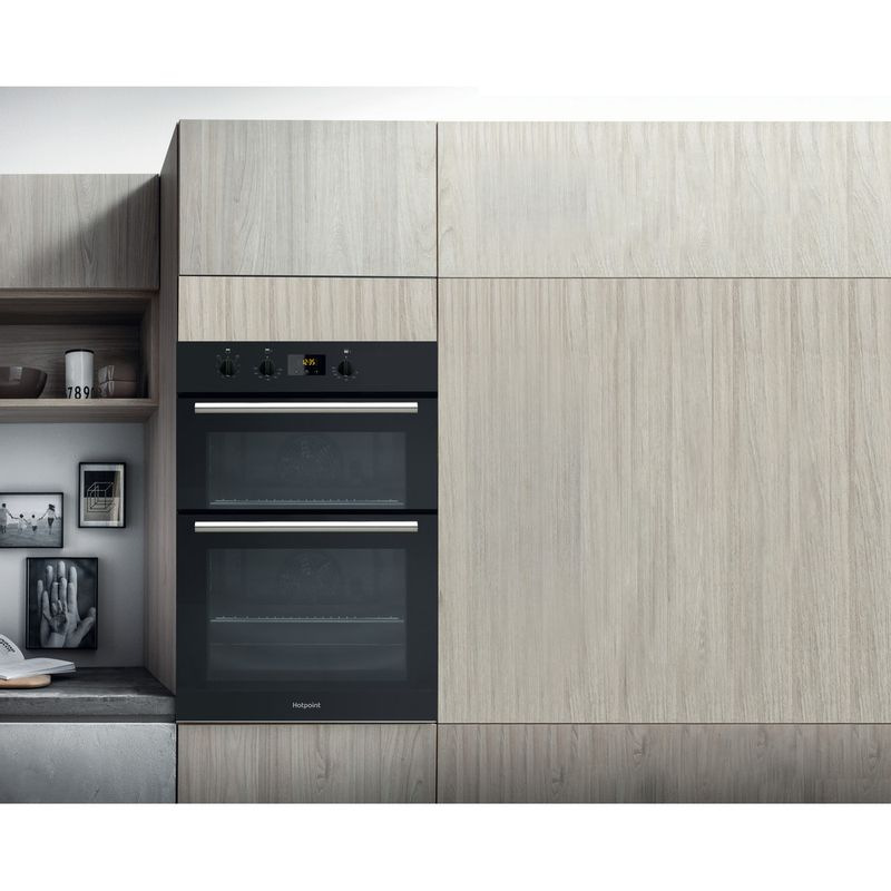 Hotpoint-Double-oven-DD2-540-BL-Black-A-Lifestyle-frontal
