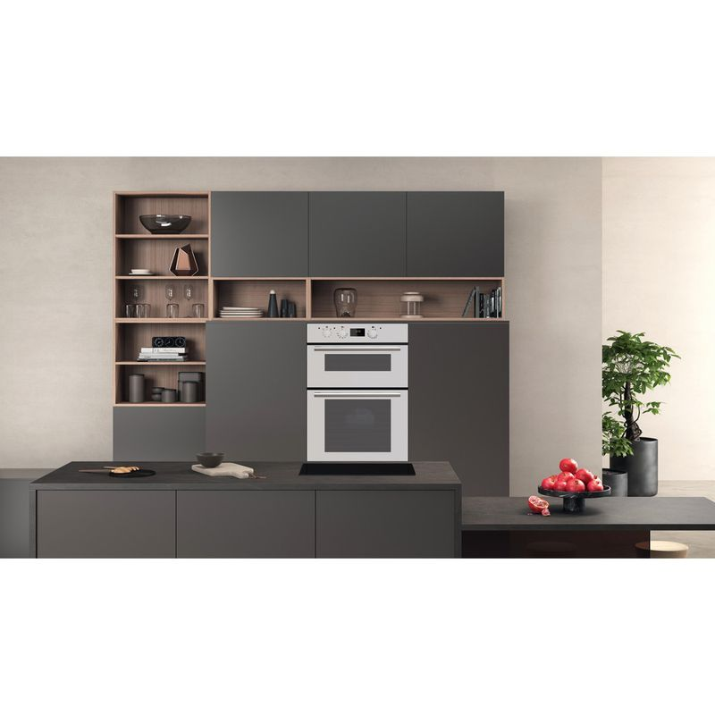 Hotpoint-Double-oven-DD2-540-WH-White-A-Lifestyle-frontal