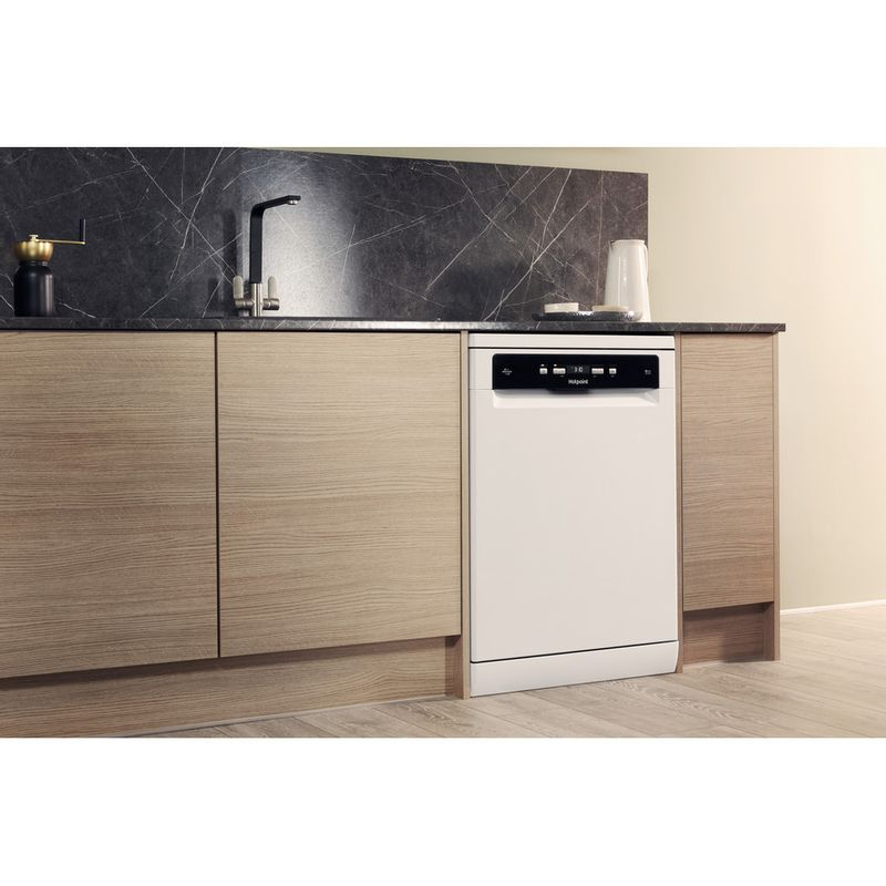 Hotpoint-Dishwasher-Free-standing-HDFO-3C24-W-C-UK-Free-standing-A-Lifestyle_Perspective