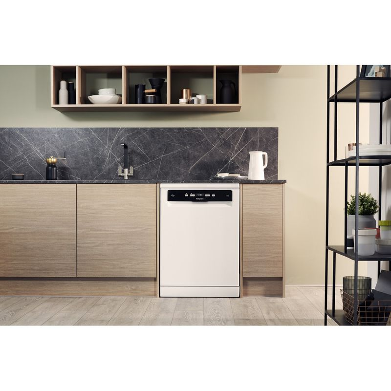 Hotpoint-Dishwasher-Free-standing-HDFO-3C24-W-C-UK-Free-standing-A-Lifestyle_Frontal