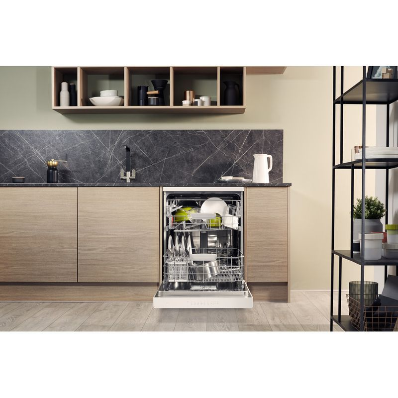 Hotpoint-Dishwasher-Free-standing-HDFO-3C24-W-C-UK-Free-standing-A-Lifestyle_Frontal_Open