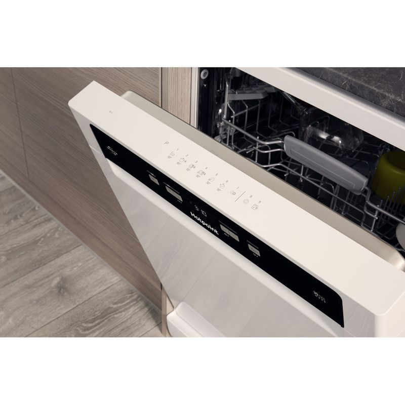 Hotpoint-Dishwasher-Free-standing-HDFO-3C24-W-C-UK-Free-standing-A-Lifestyle_Control_Panel