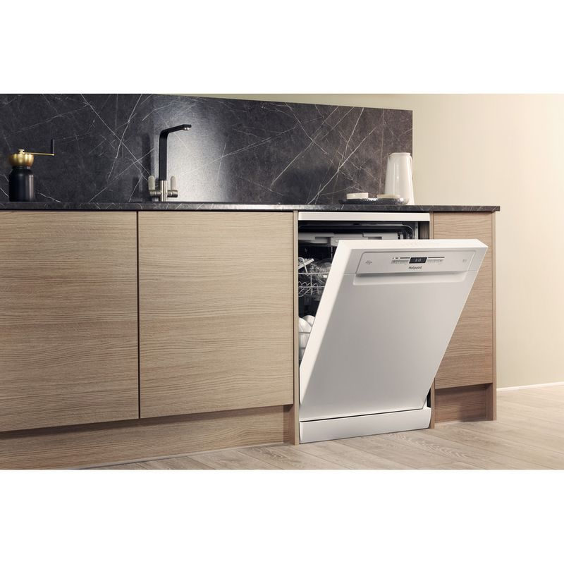 Hotpoint-Dishwasher-Free-standing-HFO-3P23-WL-UK-Free-standing-A-Lifestyle-perspective-open