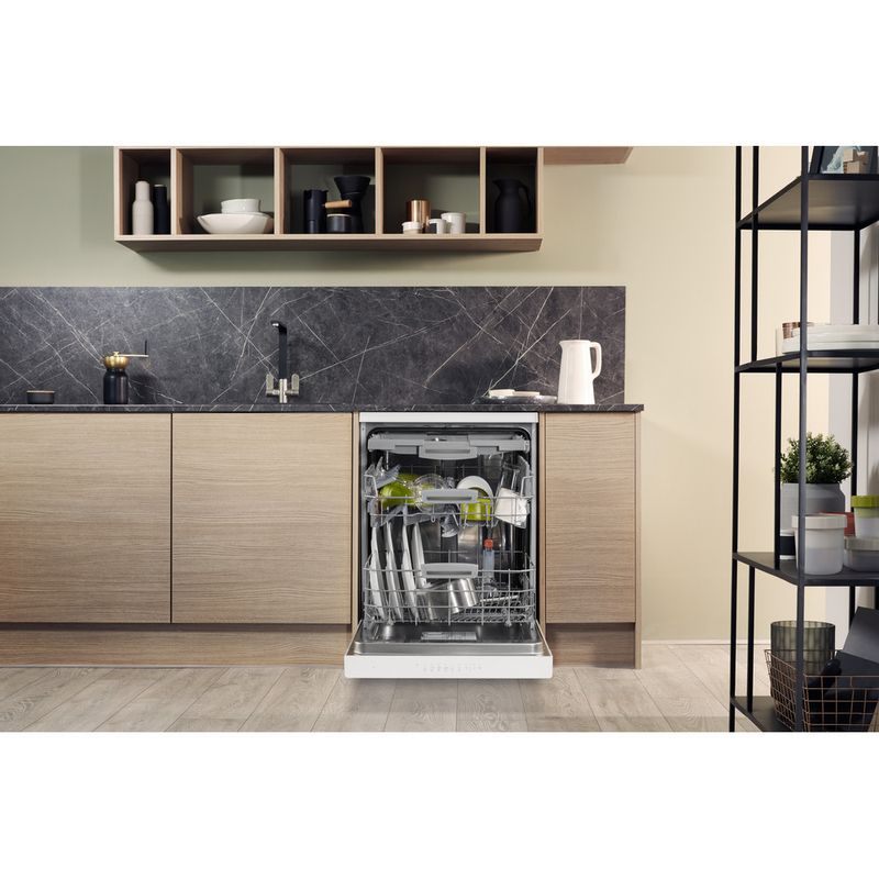 Hotpoint-Dishwasher-Free-standing-HFO-3P23-WL-UK-Free-standing-A-Lifestyle-frontal-open