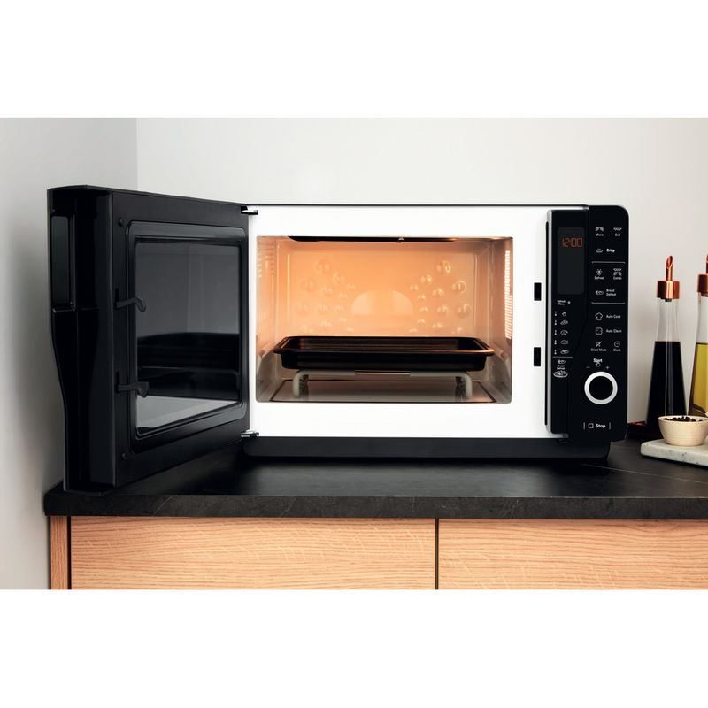 Hotpoint-Microwave-Free-standing-MWH-26321-MB-Black-Electronic-25-MW-Grill-function-800-Lifestyle_Frontal_Open