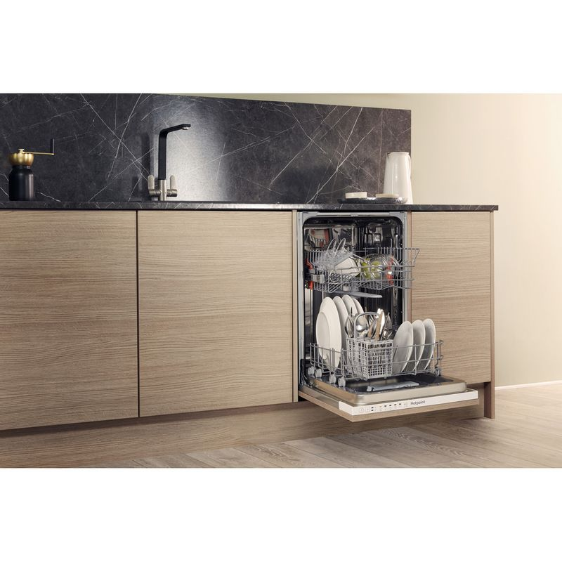 Hotpoint-Dishwasher-Built-in-HSIE-2B19-UK-Full-integrated-A--Lifestyle_Perspective_Open