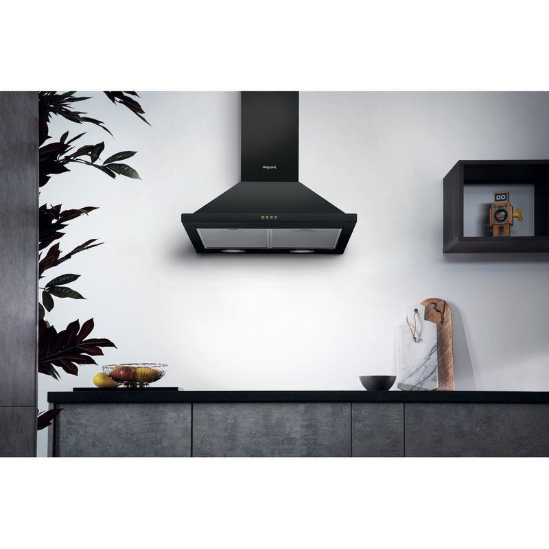 Hotpoint-HOOD-Built-in-PHPN6.4FLMK-Black-Wall-mounted-Mechanical-Lifestyle_Frontal