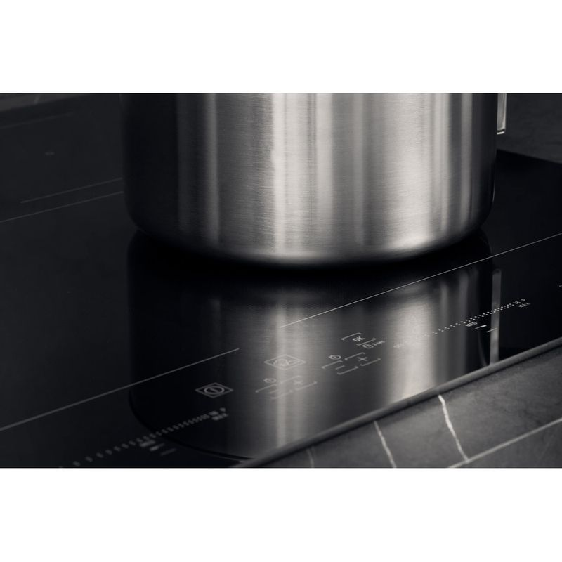 Hotpoint-HOB-ACO-654-NE-Black-Induction-vitroceramic-Lifestyle-detail