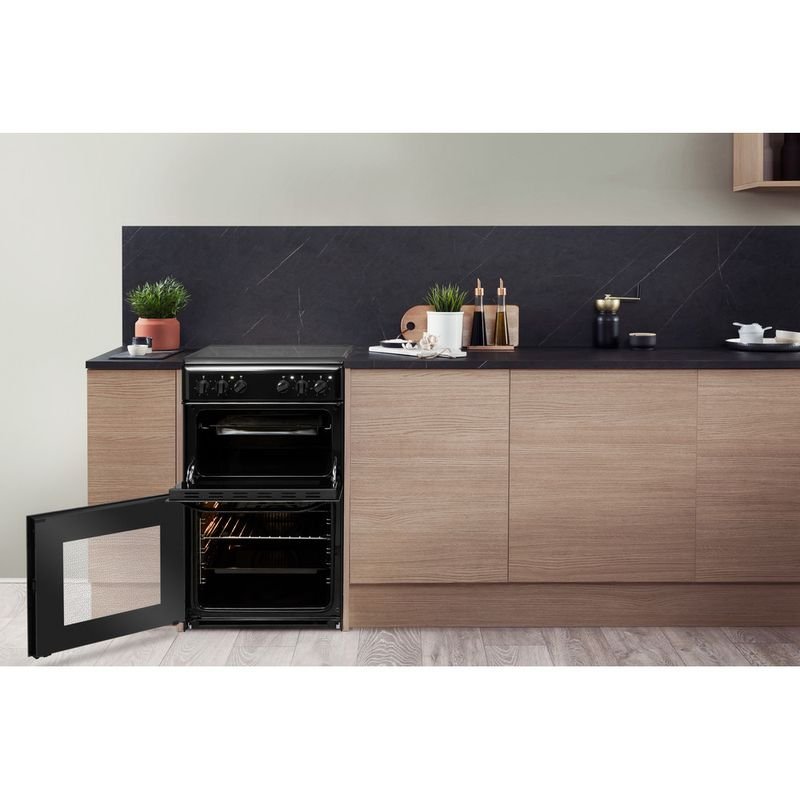 Hotpoint-Double-Cooker-HD5V92KCB-UK-Black-A-Vitroceramic-Lifestyle-frontal-open