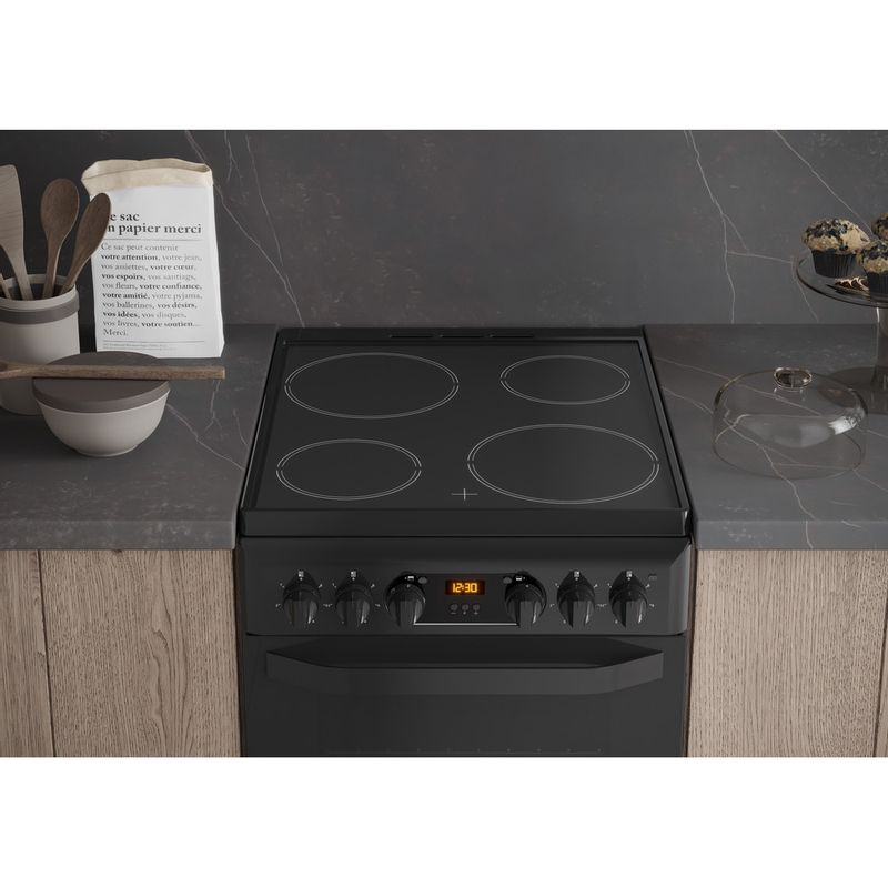 Hotpoint-Double-Cooker-HD5V93CCB-UK-White-A-Enamelled-Sheetmetal-Lifestyle_Frontal_Top_Down