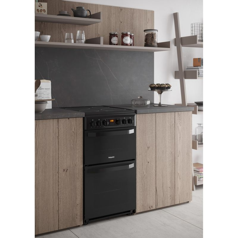 Hotpoint-Double-Cooker-HD5V93CCB-UK-White-A-Enamelled-Sheetmetal-Lifestyle_Perspective