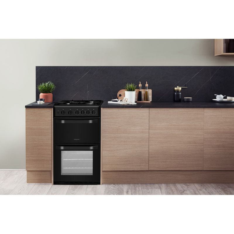 Hotpoint-Double-Cooker-HD5G00KCB-UK-Black-A--Enamelled-Sheetmetal-Lifestyle-frontal