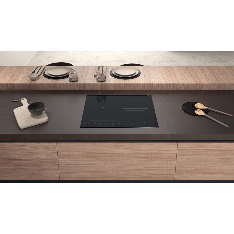 Hotpoint-HOB-TB-7960C-BF-Black-Induction-vitroceramic-Lifestyle-frontal-top-down