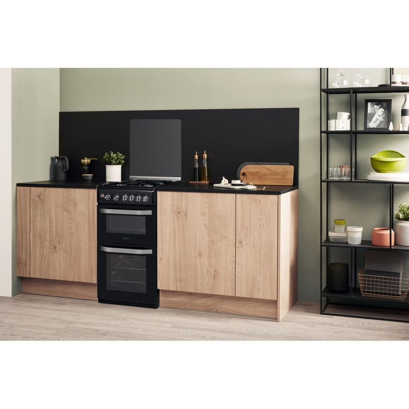 Hotpoint-Double-Cooker-HD5G00CCBK-UK-Black-A--Enamelled-Sheetmetal-Lifestyle-perspective