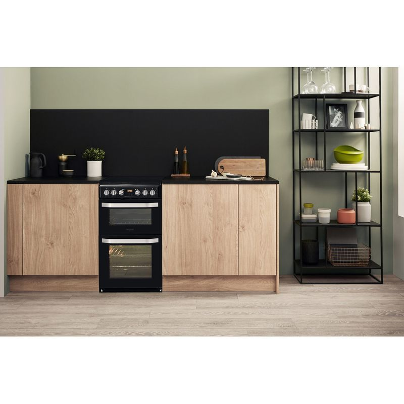 Hotpoint-Double-Cooker-HD5V93CCB-UK-White-A-Enamelled-Sheetmetal-Lifestyle-frontal
