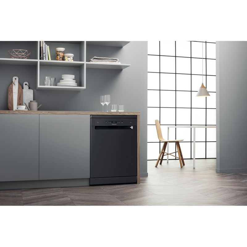 Hotpoint-Dishwasher-Free-standing-HFC-3C26-WC-B-UK-Free-standing-E-Lifestyle-perspective