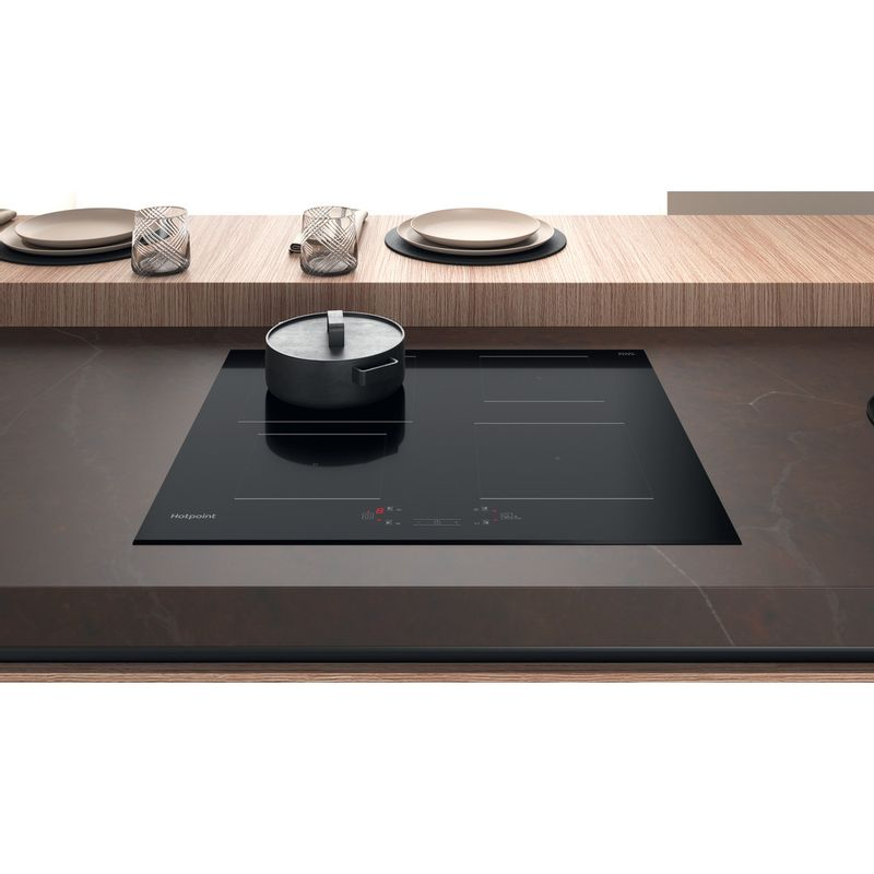 Hotpoint-HOB-TQ-4160S-BF-Black-Induction-vitroceramic-Lifestyle-frontal-top-down