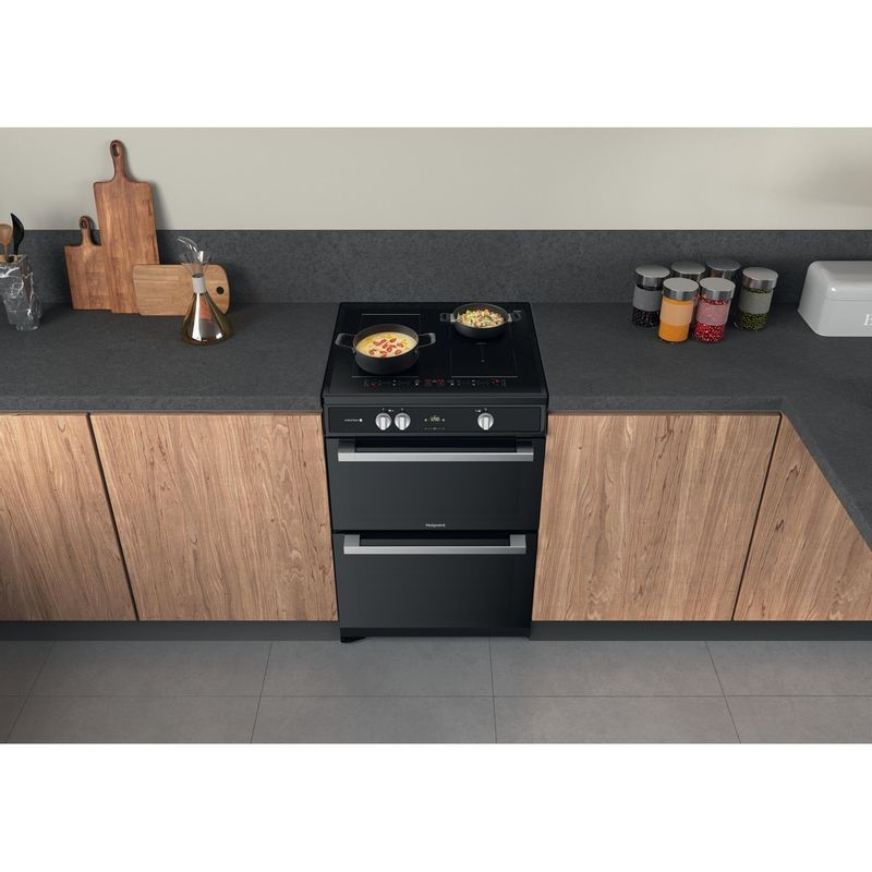 Hotpoint-Double-Cooker-HDT67I9HM2C-UK-Black-A-Lifestyle-frontal-top-down