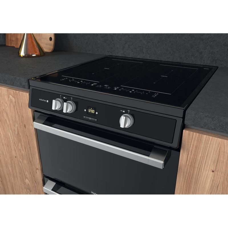 Hotpoint-Double-Cooker-HDT67I9HM2C-UK-Black-A-Lifestyle-perspective