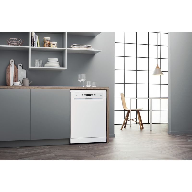 Hotpoint-Dishwasher-Free-standing-HFC-3C32-FW-UK-Free-standing-D-Lifestyle-perspective