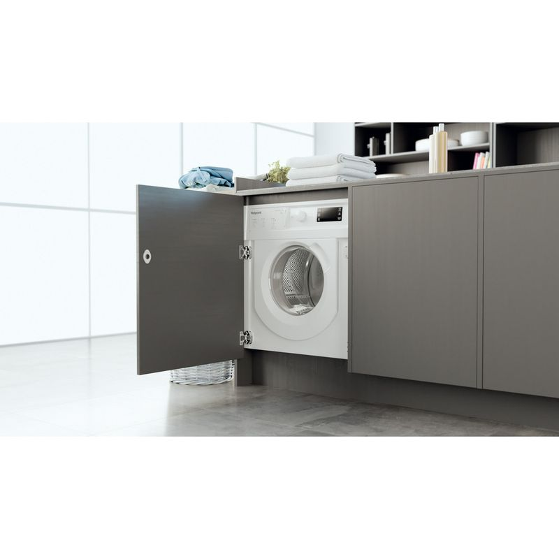Hotpoint-Washing-machine-Built-in-BI-WMHG-71483-UK-N-White-Front-loader-D-Lifestyle-perspective