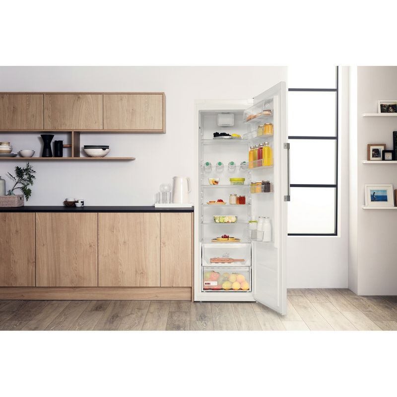 Hotpoint-Refrigerator-Free-standing-SH8-1Q-WRFD-UK-1-Global-white-Lifestyle-frontal-open