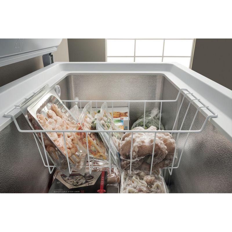 Hotpoint-Freezer-Free-standing-CS1A-250-H-FA-1-White-Lifestyle-detail