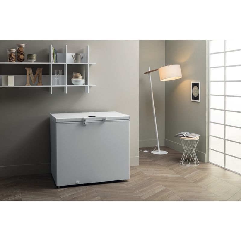 Hotpoint-Freezer-Free-standing-CS1A-400-H-FM-FA-UK-1-White-Lifestyle-perspective