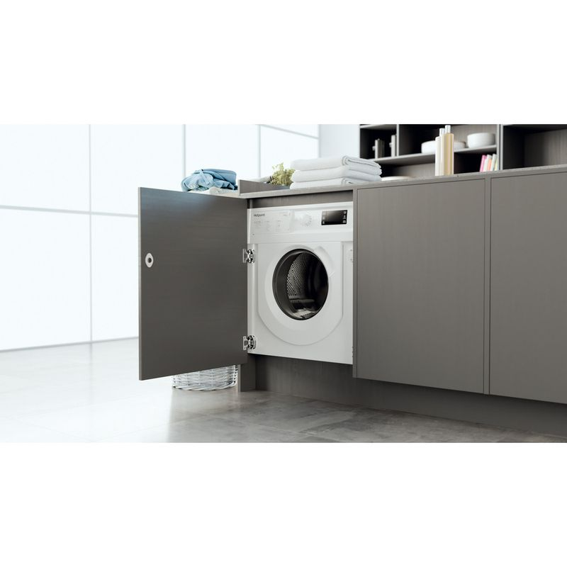 Hotpoint-Washer-dryer-Built-in-BI-WDHG-75148-UK-N-White-Front-loader-Lifestyle-perspective